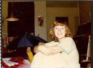 16 år och glad över Hankmovänner på besök i Karleby. Övernattning i syskonbädd i vardagsrummet.