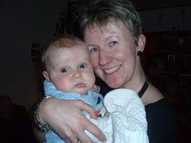 Någon barnmorskebild råkar jag inte ha, så den här bilden där jag håller min kusins son i famnen får symbolisera det bästa jobbet :)